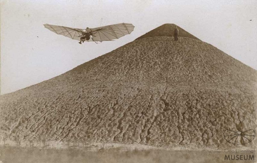 Fotografie Flug Otto Lilienthals (F0196) (Otto-Lilienthal-Museum CC BY-NC-SA)