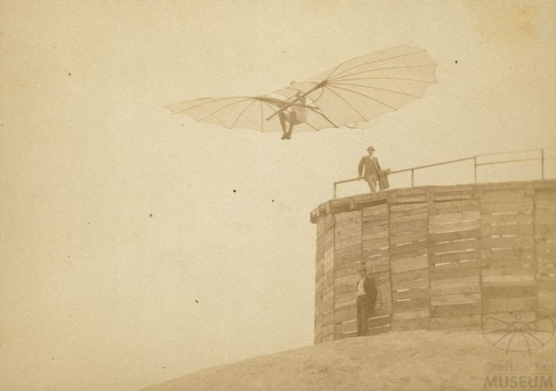 Fotografie: Flug Otto Lilienthals (F0020) (Otto-Lilienthal-Museum CC BY-NC-SA)